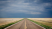 South West Kansas, USA, August 2011:.Straight road till the horizon. View of the rural agricultural area..(Photo by Piotr Malecki / Napo Images)..Kansas, Stany Zjednoczone, Sierpien 2011:.Prosta droga ciagnie sie po horyzont..Fot: Piotr Malecki / Napo Images.