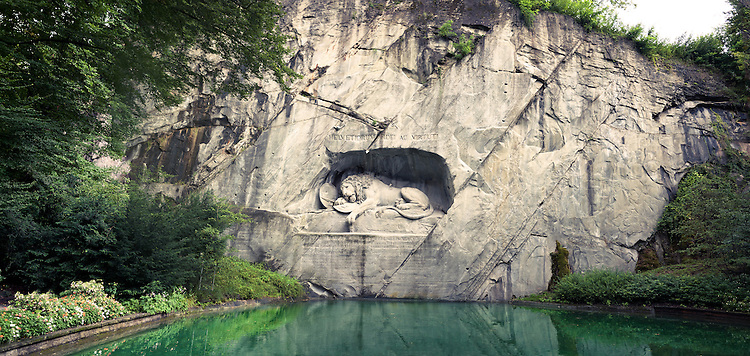 Das Löwendenkmal in Luzern - A stunning view of the Lion Monument in Lucerne