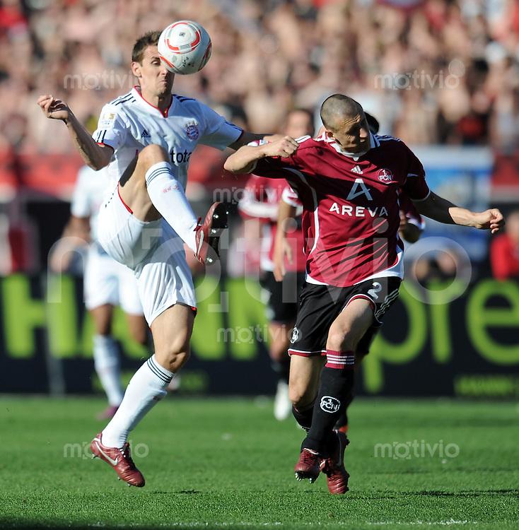 Fussball 1. Bundesliga :  29. Spieltag    Saison   2010/2011      1 FC Nuernberg - FC Bayern Muenchen   09.04.2011 Miroslav Klose (li, FC Bayern Muenchen) gegen  Timmy Simons (re, 1 FC Nuernberg)