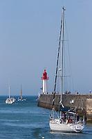 France, Calvados (14), Côte Fleurie,  Trouville-sur-Mer, phare de la jetée du port,  // France, Calvados, Côte Fleurie, Trouville sur Mer, Lighthouse of the pier,