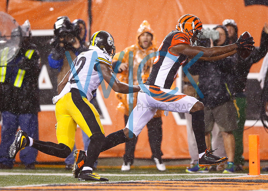 A.J. Green #18 of the Cincinnati Bengals catches a pass before running in for a touchdown in the fourth quarter against the Pittsburgh Steelers during the Wild Card playoff game at Paul Brown Stadium on January 9, 2016 in Cincinnati, Ohio. (Photo by Jared Wickerham/DKPittsburghSports)