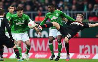 FUSSBALL   1. BUNDESLIGA   SAISON 2012/2013    24. SPIELTAG SV Werder Bremen - FC Augsburg                           02.03.2013 Sokratis Papastathopoulos (li) und Eljero Elia (Mitte, beide SV Werder Bremen) gegen Andre Hahn (re, FC Augsburg)