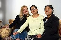 VEDANO AL LAMBRO (MB) Italy: la famiglia di MOSTAFA.JMAALI ( Marocco, 1959). La moglie AICHA ZERRAB.( Marocco 1960 ), con le nuore,  la  cinese YU XIAOYI (1983 ) e ERICA VERMEER (Olanda 1983 ) .VEDANO AL LAMBRO (MB): The family of MOSTAFA.JMAALI (Morocco, 1959).  His wife AICHA ZERRAB.(Morocco 1960),  with her daughters in law, the Chinese YU XIAOYI (1983), ERICA VERMEER (Holland 1983) .