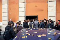 Roma 12  Dicembre  2011.La polizia giudiziaria si è presentata in piazza dei Sanniti a San Lorenzo con l'intenzione di porre i sigilli all'ex Cinema Palazzo, gli occupanti   stanno trattando con  le autorità giudiziarie per  evitare la chiusura.