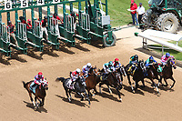 HOT SPRINGS, AR - April 15: The field breaks for the third  race at Oaklawn Park on April 15, 2017 in Hot Springs, AR. (Photo by Ciara Bowen/Eclipse Sportswire/Getty Images)