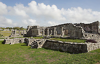 The House of the Columns, also known as the Great Palace, residential construction, L-shaped building, wide entrance with four columns, outer gallery with columns that divide it into two aisles and a west wing added later, Tulum (Zamá, Zamal), arise and grew between 12th and 16th centuries AD, Postclassic period, Quintana Roo, Yucatan, Mexico. Picture by Manuel Cohen