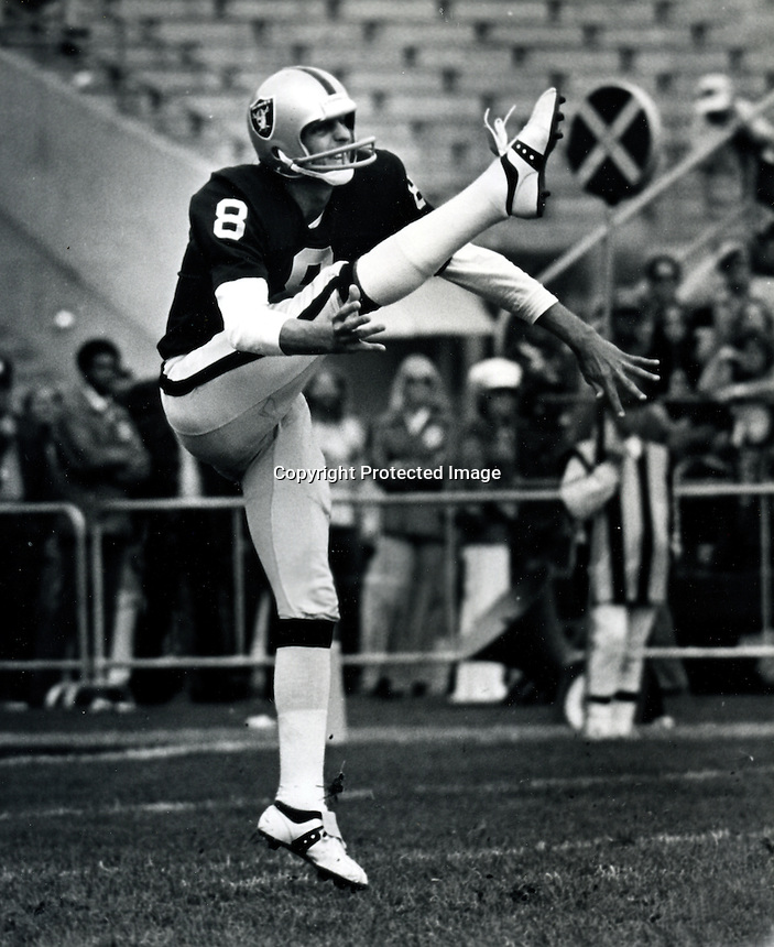 Raider punter Ray Guy .(copyright 1974 Ron Riesterer)