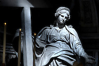 Statue Sant'Elena St Peter's Basilica at the Vatican   .18/11/2009        .