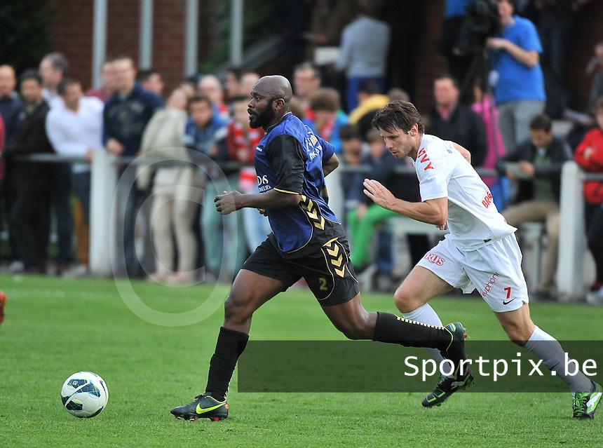 KV Kortrijk - SV Kortrijk : Haruna Al Hassan aan de bal voor Stijn De Smet (rechts)<br /> foto VDB / Bart Vandenbroucke
