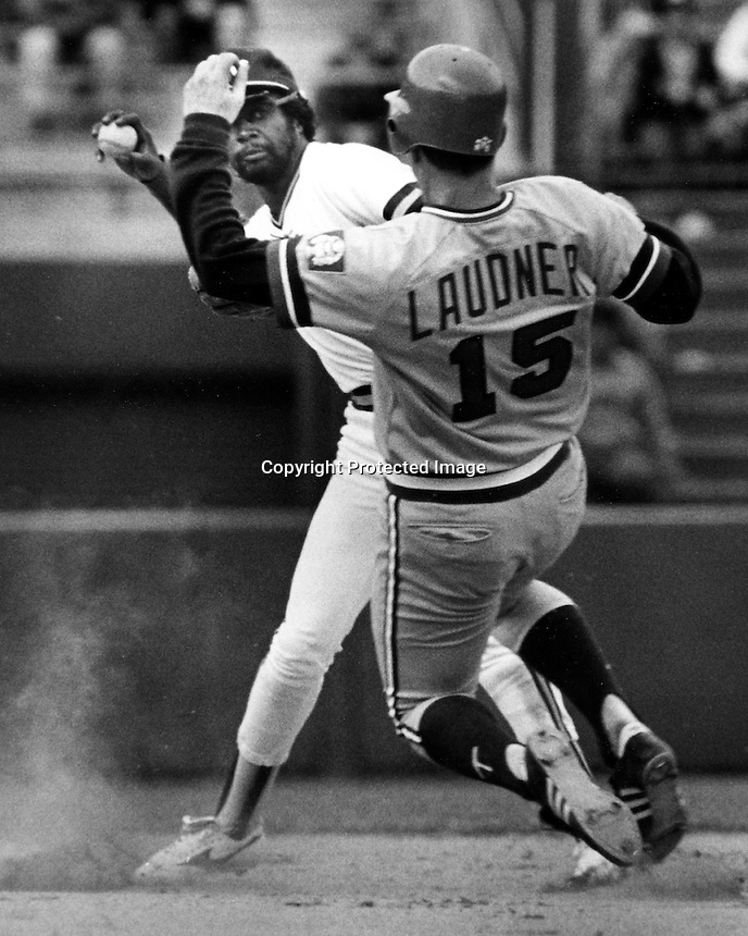 A's shortstop Alfredo Griffin ready to complete DP on Tim Laudner. (photo 1985 by Ron Riesterer)