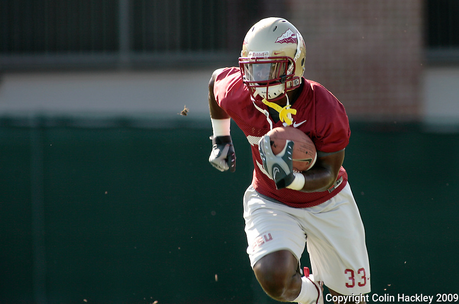 TALLAHASSEE, FL. 8/8/09-FSU-JONES 0808 CH01-Florida State running back Ty Jones returns a kick during practice Saturday in Tallahassee...COLIN HACKLEY PHOTO