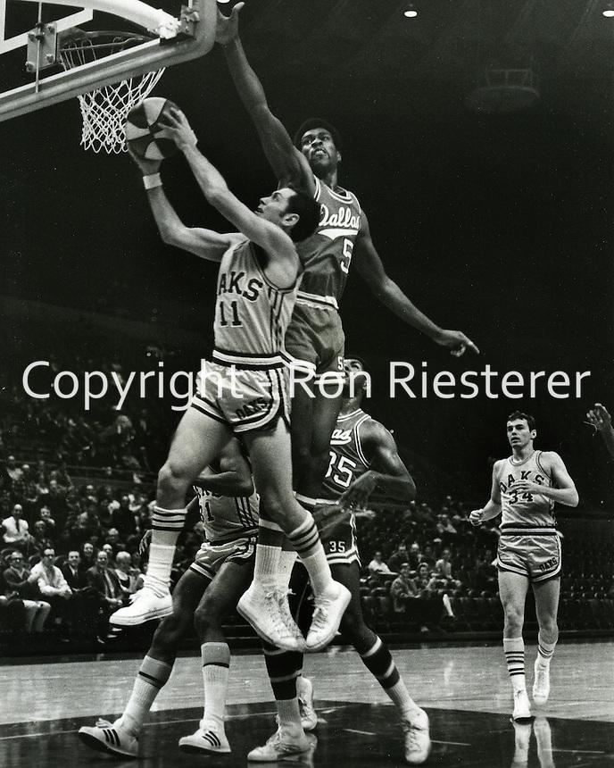 Oakland Oaks vs Dallas Chaparrals, Oaks Larry <br />Brown scores on John Smith. (dec 3,1968, photo by Ron Riesterer/photoshelter