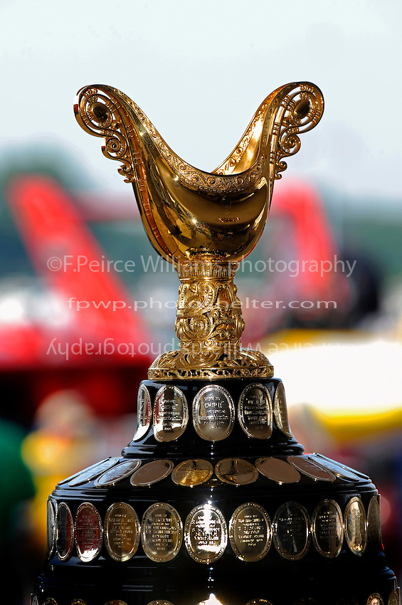 The Gold Cup, the oldest trophy in motorsports...10-12 July, 2009, 100th Gold Cup, Detroit River, Detroit, MI USA..©2009 F.Peirce Williams, USA.