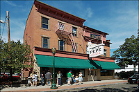 Frank Pepe Pizzeria Napoletana | A New Haven Wooster Street Dining Institution