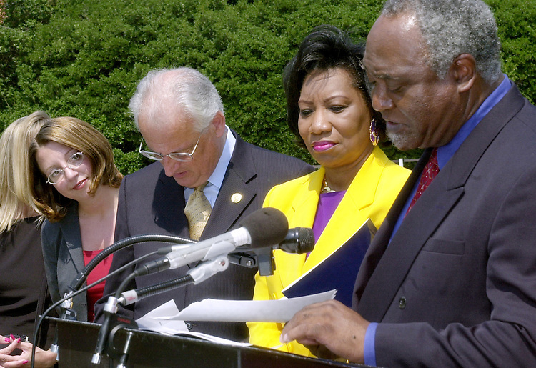 1statue062001 -- Former intern Jennifer Luciano looks over at Congressman Danny Davis, D-IL, as the Congressman announces plans to create a statue  commemorating minority women to be placed in the Capital. It was Jennifer's work which brought attention to the lack of a minority women's statue in the Capital.