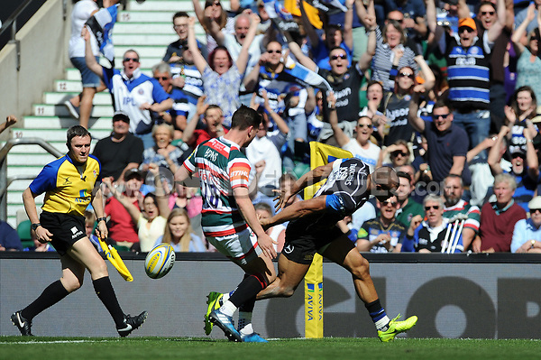Jonathan Joseph of Bath Rugby scores a try in the first half. The Clash, Aviva Premiership match, between Bath Rugby and Leicester Tigers on April 8, 2017 at Twickenham Stadium in London, England. Photo by: Rob Munro / Onside Images
