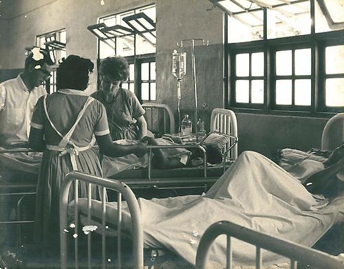 Las precariedades  cotidianas de un hospital, revelan las desigualdades y la crisis del sistema de salud pública, 1971. © Apeco.