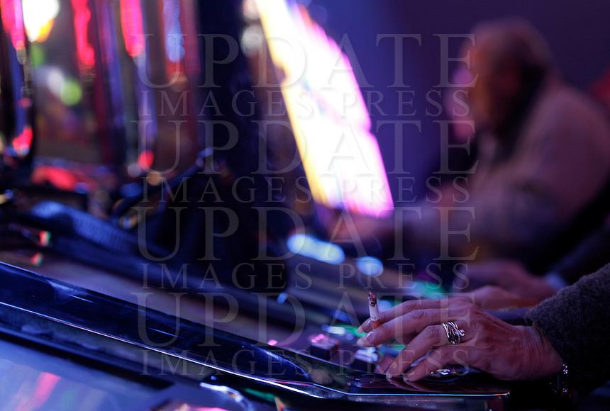 Giocatori alle slot machines del Dubai Palace, in occasione della sua inaugurazione, a Roma, 2 marzo 2013.<br /> Players at the slot machines of the Dubai Palace gameroom, on the occasion of its inauguration in Rome, 2 March 2013.<br /> UPDATE IMAGES PRESS/Riccardo De Luca