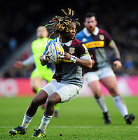 Marland Yarde of Harlequins in possession. Aviva Premiership match, between Harlequins and Sale Sharks on January 7, 2017 at the Twickenham Stoop in London, England. Photo by: Patrick Khachfe / JMP