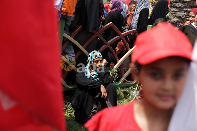 Palestinians take part in a rally marking international Labour Day, in Gaza city May 01, 2013. Photo by Ashraf Amra