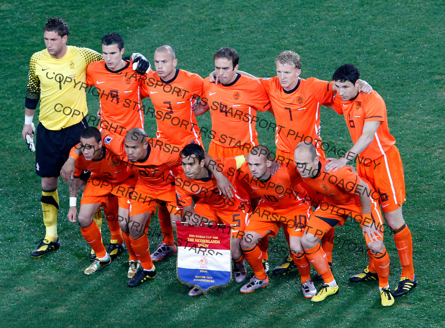 Dutch holland national football team pose for photo, soccer, football