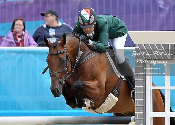 Aoife Clark (IRL) riding Master Crusoe. Equestrian Eventing - PHOTO: Mandatory by-line: Garry Bowden/SIP/Pinnacle - Photo Agency UK Tel: +44(0)1363 881025 - Mobile:0797 1270 681 - VAT Reg No: 768 6958 48 - 31/07/2012 - 2012 Olympics - Greenwich, London, England