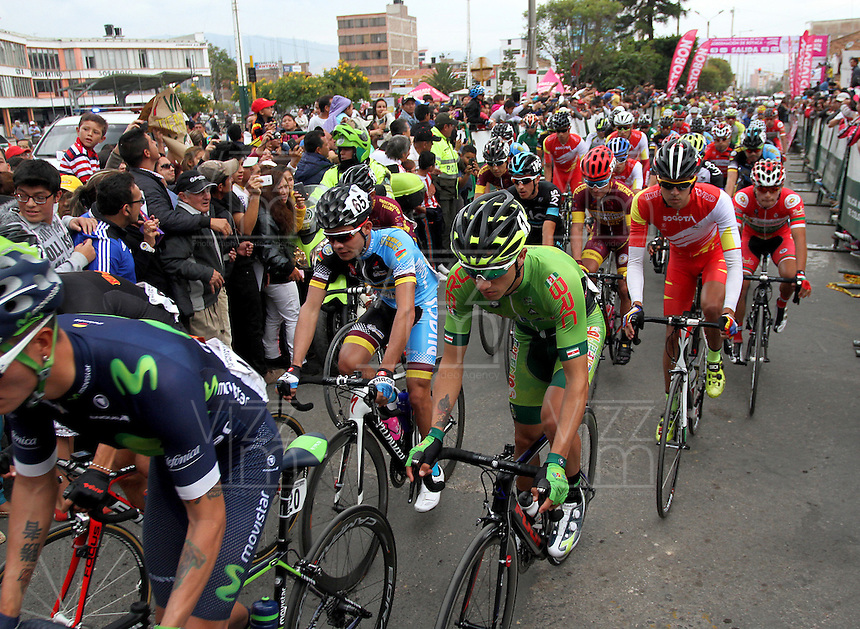 TUNJA - COLOMBIA- 21- 02-2016: Ciclistas, durante la prueba ruta categoría elite hombres entre las ciudades de Sogamoso y Tunja en una distancia 174,6 km kilometros de Los Campeonato Nacionales de Ciclismo 2016, que se realizan en Boyaca. / Cyclists, during the route test Elite men between the towns of Sogamoso and Tunja at a distance of 174,6 km of the National Cycling Championships 2016 performed in Boyaca. / Photo: VizzorImage / Cesar Melgarejo / Cont.