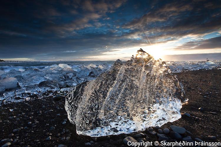 Icecube on the beach below the Glacier Lagoon / Jökulsárlón, south Iceland