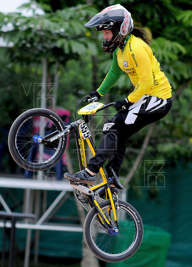 MEDELLIN- COLOMBIA -29-05-2016: MCLEOD Melinda (AUS) durante su participación en la categoría elite mujeres en el marco del Campeonato Mundial de BMX 2016 que se realiza entre el 25 y el 29 de mayo de 2016 en la ciudad de Medellín. / MCLEOD Melinda (AUS) during her performance in the women elite's categories as part of the 2016 BMX World Championships to be held between 25 and 29 May 2016 in the city of Medellin. Photo: VizzorImage / Cristian Alvarez / CONT