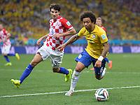 FUSSBALL WM 2014  VORRUNDE    Gruppe A    12.06.2014 Brasilien - Kroatien Marcelo (re, Brasilien) enteilt Vedran Corluka (hinten, Kroatien)