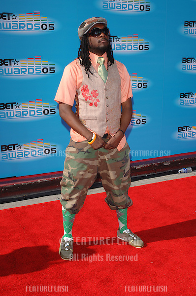 Black Eyed Peas star WILL.I.AM at the 2005 BET (Black Entertainment Television) Awards at the Kodak Theatre, Hollywood..June 28, 2005 Los Angeles, CA.© 2005 Paul Smith / Featureflash