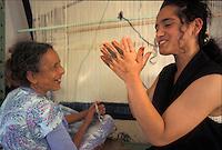 Tunisia, citt&agrave; di Kairouan, ragazza mostra tatuaggio all'henn&eacute; sulle mani a anziana tessitrice di tappeti davanti al telaio.<br /> Tunisia, the city of Kairouan, girl showing henna tattoo on her hands to old carpet weaver in front of her loom.