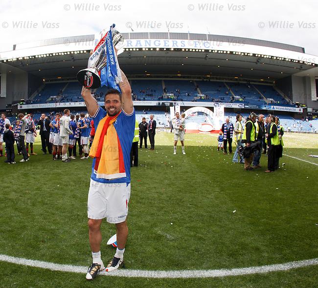 Nacho Novo with the SPL trophy