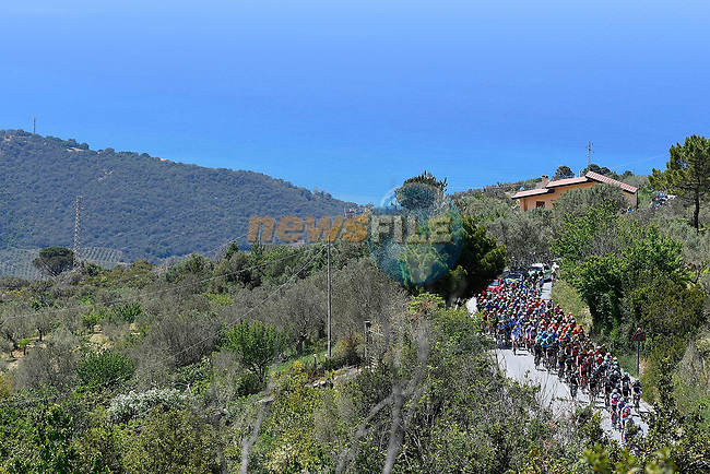 The peloton in action during Stage 4 of the 100th edition of the Giro d'Italia 2017, running 181km from Cefalu to Mount Etna, Sicily, Italy. 9th May 2017.<br /> Picture: LaPresse/Fabio Ferrari | Cyclefile<br /> <br /> <br /> All photos usage must carry mandatory copyright credit (&copy; Cyclefile | LaPresse/Fabio Ferrari)