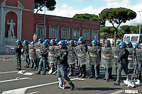 Roma 26 Maggio 2013.Le forze dell'ordine  fronteggiano i tifosi della A.S. Roma  davanti allo stadio Olimpico in attesa dei entrare per la finale di Coppa Italia con la Lazio..Italy Cup final, The police faces Roma ultras outside the Olimpic Stadium