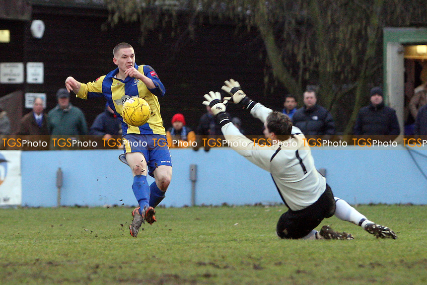 Alex Read of Romford goes close for Romford - Brentwood Town vs Romford - Ryman League Division One North Football at the Brentwood Centre - 22/01/11 - MANDATORY CREDIT: Gavin Ellis/TGSPHOTO - Self billing applies where appropriate - Tel: 0845 094 6026