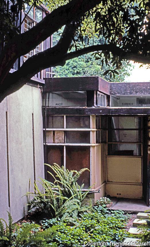 Rudolph Schindler: Schindler House, 1921. North side, detail.