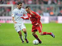 FUSSBALL   1. BUNDESLIGA  SAISON 2011/2012   23. Spieltag FC Bayern Muenchen - FC Schalke 04       26.02.2012 Raul (li, FC Schalke 04) gegen Franck Ribery (FC Bayern Muenchen)