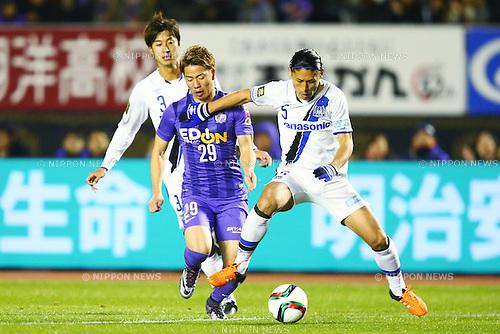 (L-R)<br /> Takuma Asano (Sanfrecce),<br /> Daiki Niwa (Gamba),<br /> DECEMBER 5, 2015 - Football / Soccer : <br /> 2015 J.League Championship Final 2nd leg match<br /> between Sanfrecce Hiroshima - Gamba Osaka<br /> at Hiroshima Big Arch in Hiroshima, Japan.<br /> (Photo by Shingo Ito/AFLO SPORT)