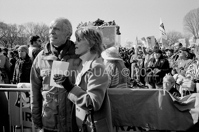 "Washington DC.District of Columbia.USA.January 27, 2007..US actress/writer Jane Fonda with family and friends back stage just moments before she addresses an anti-war demonstration on the National Mall in Washington DC. The Vietnam War protest icon took the stage in her first anti-war demonstration in decades as tens of thousands massed to demand that Congress cut off funds for the Iraq war. ..Jane Fonda, in what she said was her first anti-war demonstration in 34 years, declared ""Silence is no longer an option"" in her address to the crowd......"