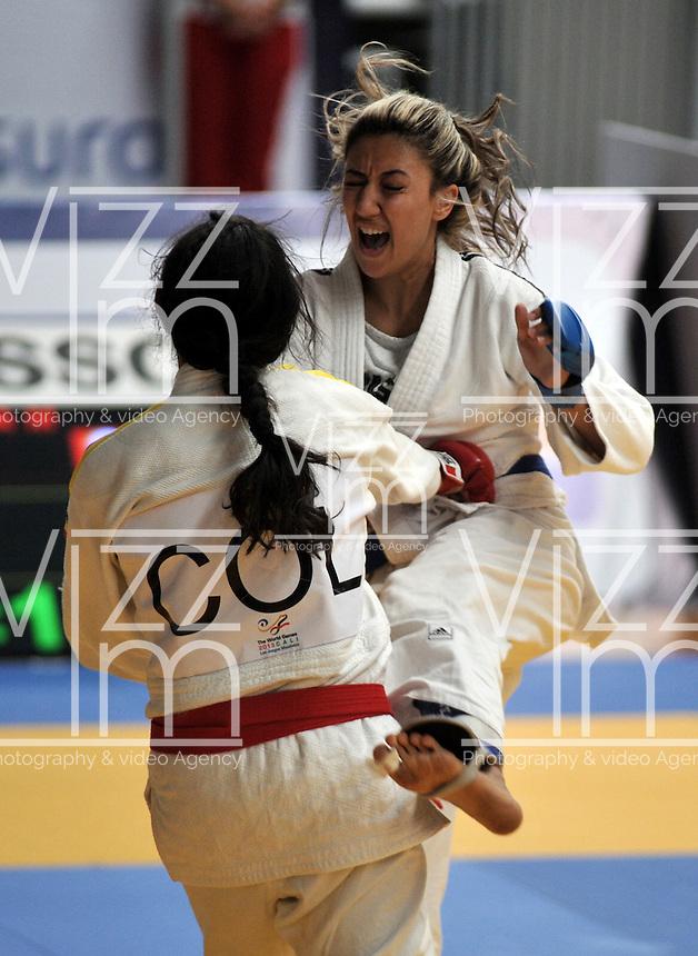 CALI – COLOMBIA – 29-07-2013: Madeline Choconta de Colombia y Kiraz Sahin de Turquia durante combate de Ju Jitsu durante los IX Juegos Mundiales Cali, julio 29 de 2013. (Foto: VizzorImage / Luis Ramirez / Staff). Madeline Choconta from Colombia and Kiraz Sahin from Turkey during a Ju Jitsu combat  in the IX World Games Cali, July 29, 2013. (Photo: VizzorImage / Luis Ramirez / Staff).