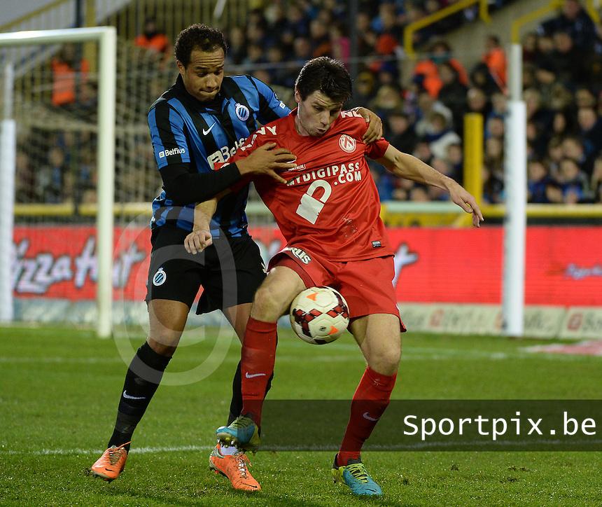 Club Brugge KV - KV Kortrijk : Stijn De Smet (r) aan de bal voor Vadis Odjidja (l) <br /> foto VDB / BART VANDENBROUCKE