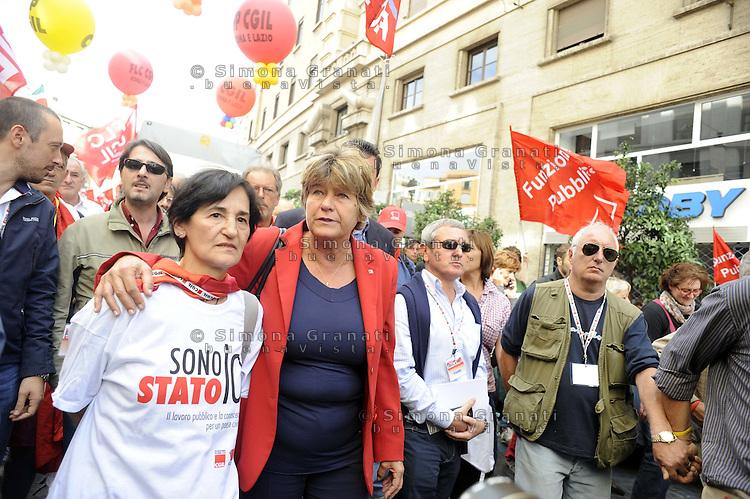 """Roma, 8 Ottobre 2011.Manifestazione nazionale CGIL dei  Lavoratori pubblici e della conoscenza.Susanna Camusso.""""Pubblico è futuro"""""""