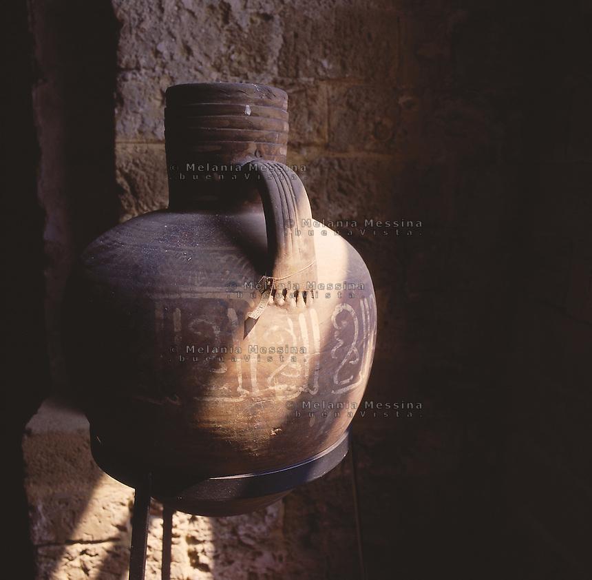 Palermo, Zisa castle, amphora 12th century.<br /> Palermo, castello della Zisa, anfora, produzione siciliana XII sec.