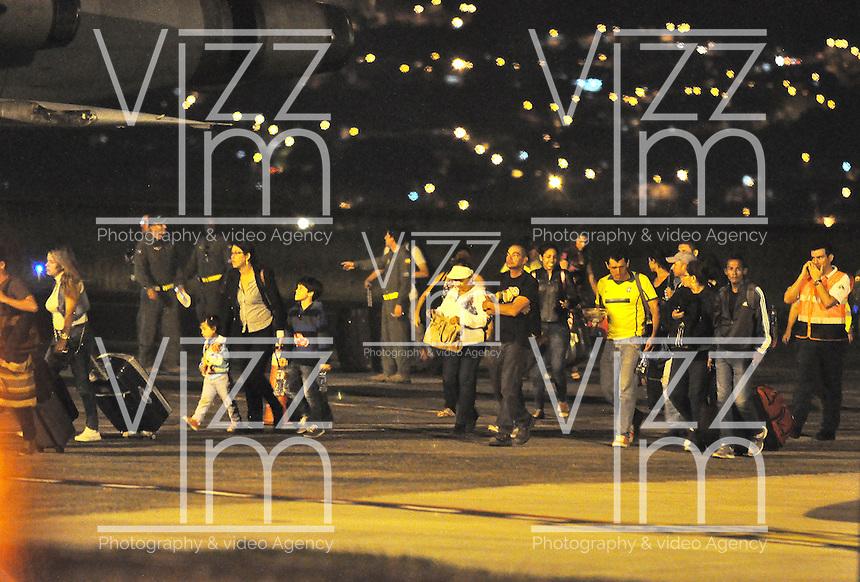 PEREIRA -  COLOMBIA - 20 - 04 - 2016: En un avión de la Fuerza Aerea Colombina (FAC), fueron repatriados cerca de 35 conciudadanos que resultaron afectados por el terremoto que sacudió la Costa Pacifica del vecino país de Ecuador y decidieron regresar al país. Tambien fueron retornados al pais los cuerpos sin vida de cinco colombianos que fallecieron. / In an airplane Colombina Air Force (FAC) were repatriated about 35 fellow citizens who were affected by the earthquake that shook the Pacific coast of neighboring Ecuador and decided to return home. They also were returned to the country the bodies of five Colombians who died. Photo: VizzoImage / Inti / Cont.