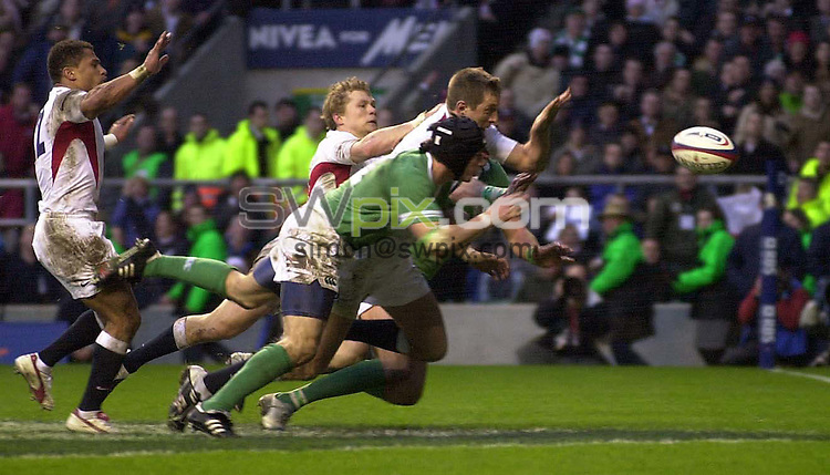 Pix: Ben Duffy/SWpix.com....International Rugby Union six nations Championship - England v Ireland....06/03/2004..There is a desparate scramble as Enlgand's Will Greenwood attempts to touch down but fails..?COPYRIGHT PICTURE>>SIMON WILKINSON>>08700920092>>.