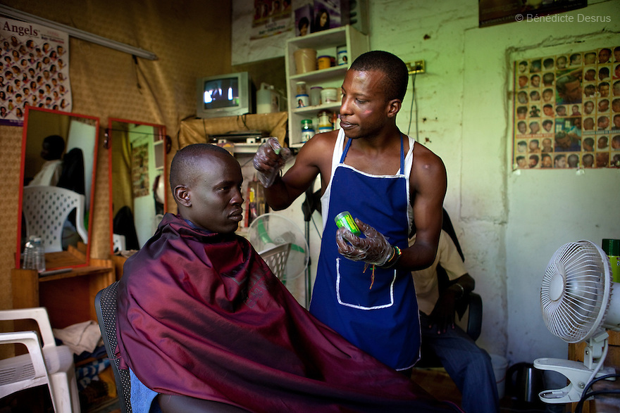 12 januay 2011 - Juba, South Sudan - A man gets a haircut at a barber shop as ballots are counted following a weeklong independence referendum in Juba, the capital of Southern Sudan. Photo credit: Benedicte Desrus