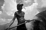 Marcos Quadrino, de 44 anos, trabalhador carvoeiro do Mato Grosso do Sul, MS..Marcos Quadrino, 44 years old, coaly worker from Mato Grosso do Sul, MS.
