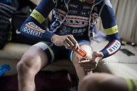 J&eacute;r&ocirc;me Baugnies (BEL/Wanty-Groupe Gobert) oiling up the legs pr&eacute;-race<br /> <br /> 60th E3 Harelbeke (1.UWT)<br /> 1day race: Harelbeke &rsaquo; Harelbeke - BEL (206km)