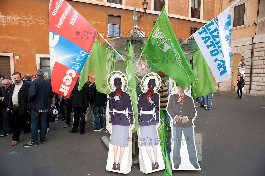 Roma, 18 Ottobre 2011.Sindacati di Polizia  protestano contro i tagli del Governo alla pubblica sicurezza davanti al Senato.Simbolicamente  portano un bidone chiedendo un contributo ai cittadini per la raccolta fondi per la benzina dei mezzi della polizia